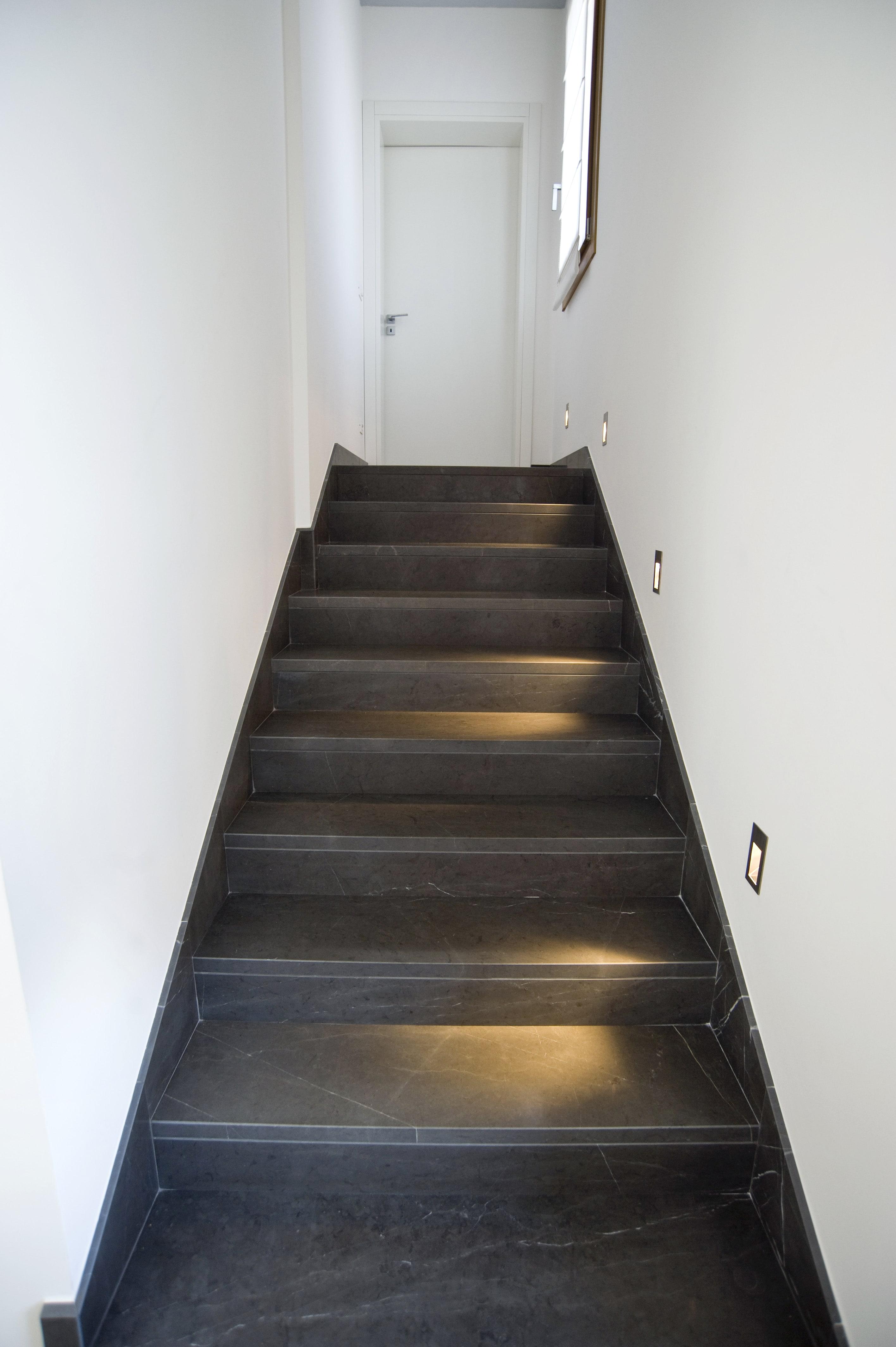 Scala In Marmo Nero scale e pavimentazioni in marmo | ferrazzo marmi a san donà